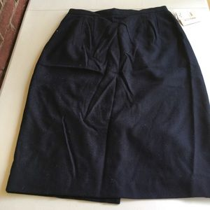 100% Wool Worthington dark blue skirts size 16T